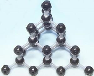 המבנה המולקולארי הייחודי הוא המעניק ליהלום את קושיו הבלתי רגיל